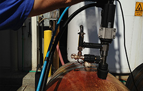 Ensure a rotating diffuser head in cleaning process inside wine barrel