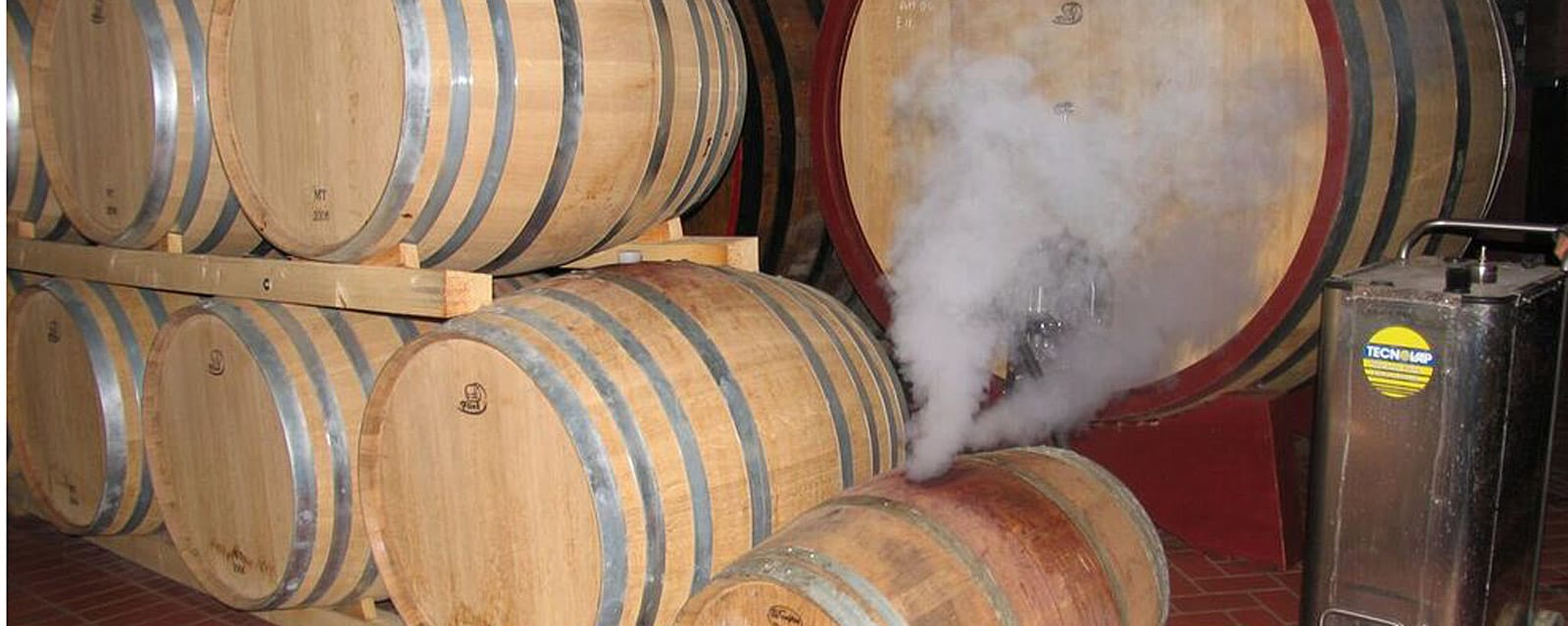 "natural disinfectant properties of steam"" alt=""steam has natural disinfectant properties, when used in wine barrel cleaning, it substantially reduces infection risk"